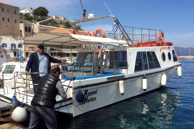 SpeedLine 'Christos' motorboat sailing from Hydra to Ermioni