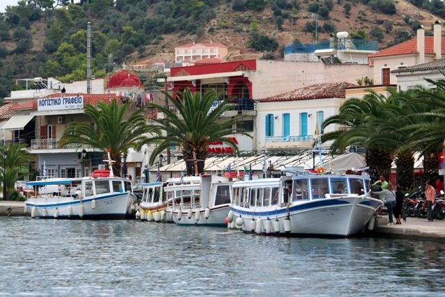 Galatas - When the taxi boat is full - off you go!