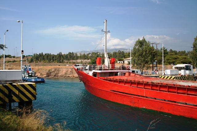 Corinth Canal - The old national road traffic has to wait a little longer