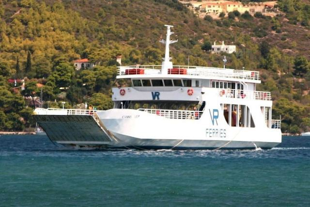 Galatas - The shuttle ferry-boat returning from Poros