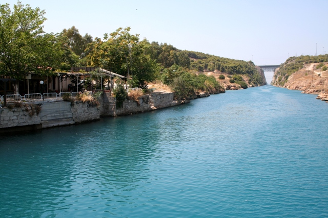 Corinth Canal - Choice of tavernas to sit and see the 'sinking' bridge