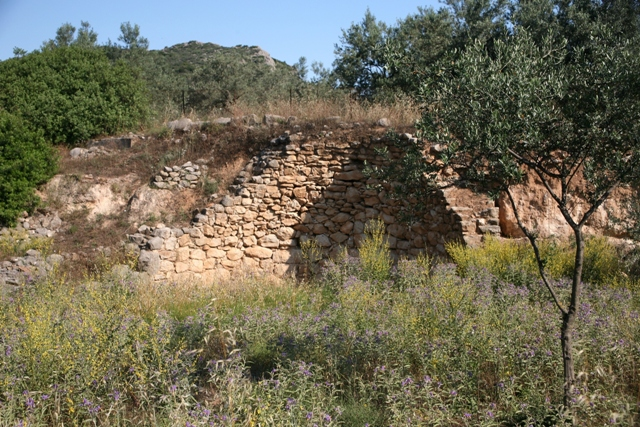 Kazarma - The tomb is alongside the Epidavros-Nafplio country road