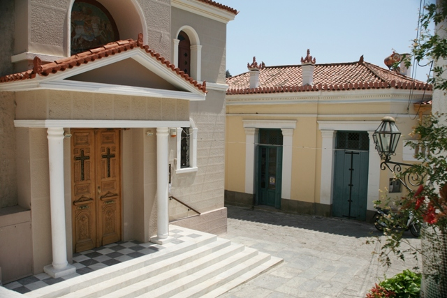 Poros Island - Traditional buildings on the way to the clock-tower