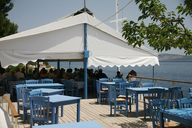 Mandrakia - Tzieries - Traditional family taverna