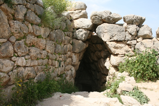 Mycenae - Entrance to the water cistern - 101 steps in darkness