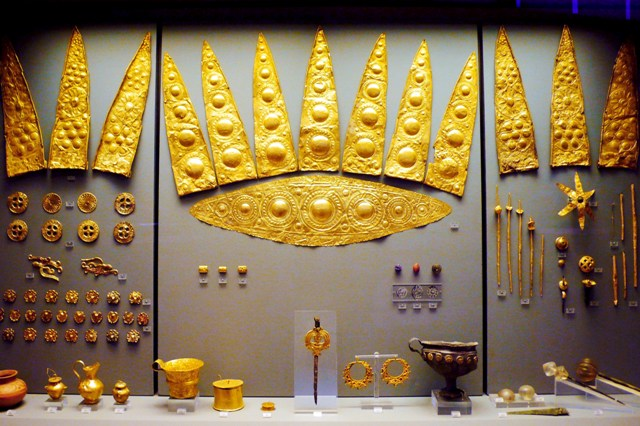 Mycenae Archaeological Museum - Gold artefacts