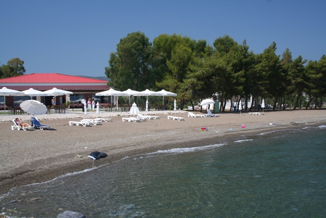 Thermisia - 'Makis Inn' beachfront complex