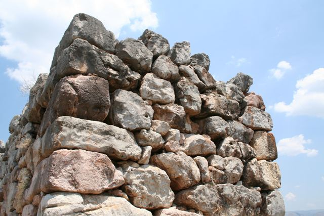 Tiryns - Its walls vary from 4.5 metres to 17 metres in depth