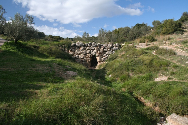 The main Mycenaean bridge at Kazarma