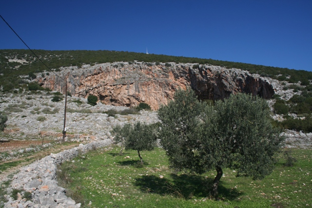 The small track leading to the two caves of Didyma