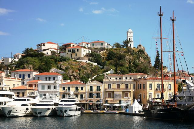 The different types of yachts docked at Poros