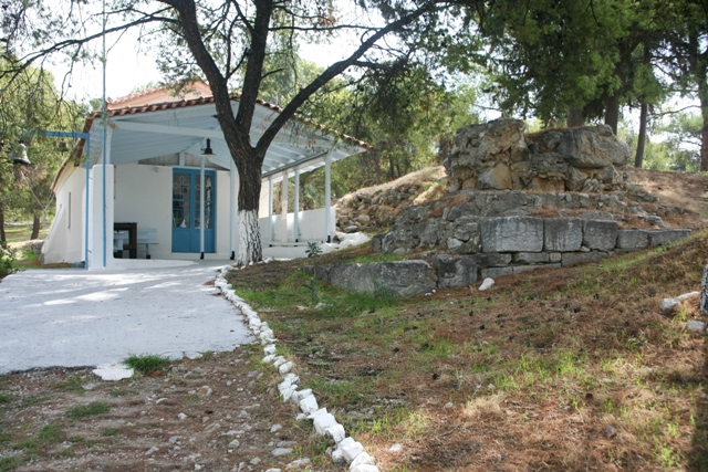 Church of Aghios Nikolaos next to the ancient Temple of Poseidon
