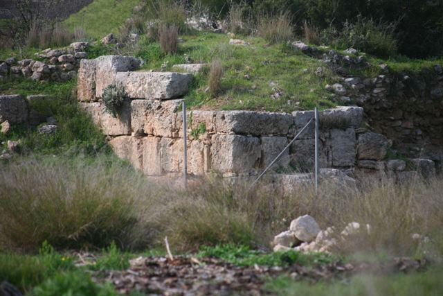 Isthmia Hexamilion wall and bastion - Southern section