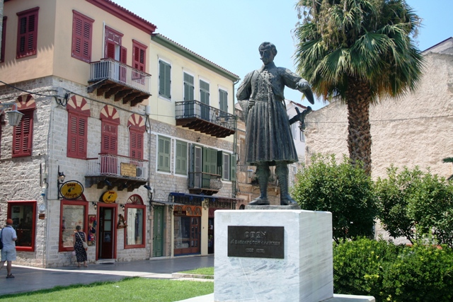 The old town with the statue of King Othon