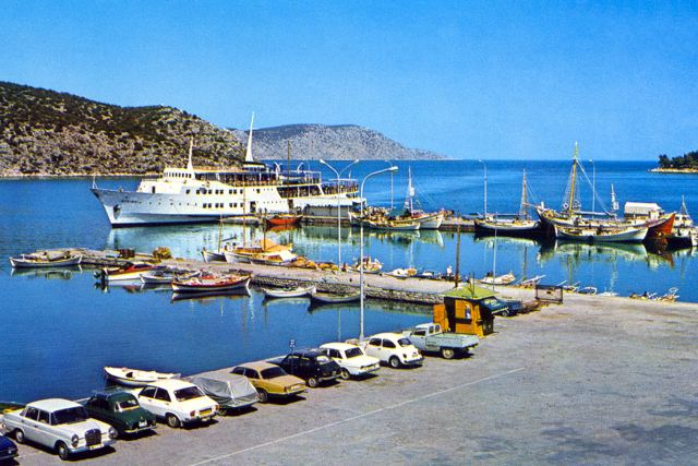 LIMANI - Port with daily passenger ship from Piraeus