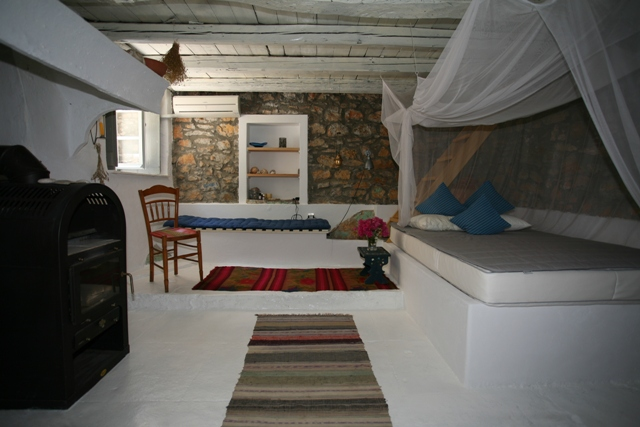 Traditional Greek Houses peloponnese tourist guide| accommodation in ermioni, greece