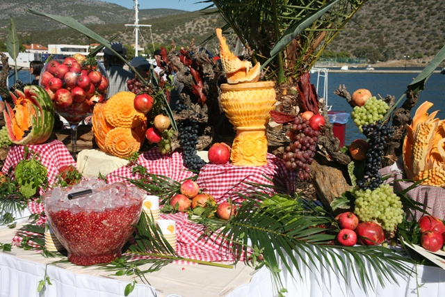 October 22 - Pomegranate table displays