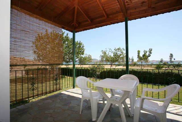 Capari Apartments - Terrace with garden and sea view