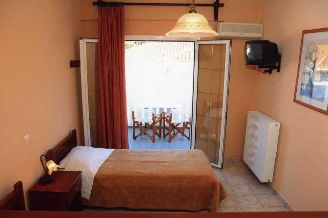Vasilis' Apartments - Single bedroom with balcony view