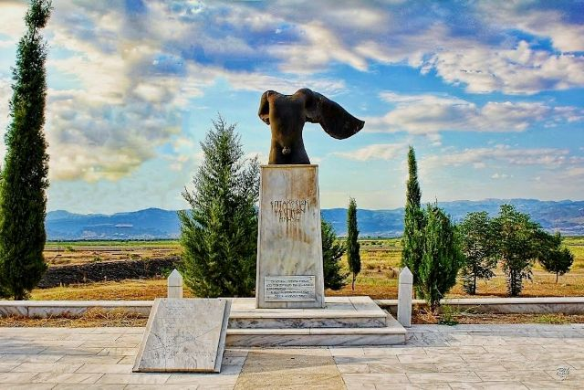 Thermopylae - Monument to the 700 Thespians