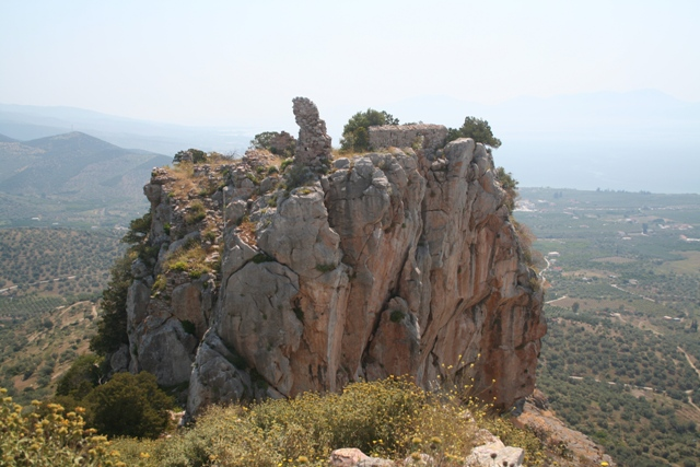 The huge rock of the secondary castle
