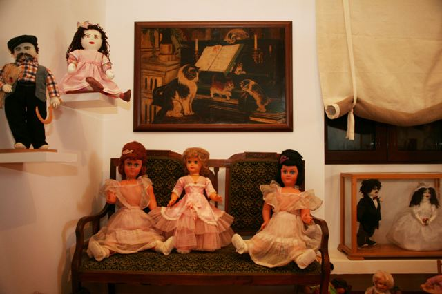 Toy Museum: Selection of figures and dolls