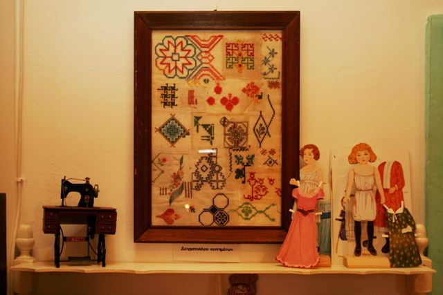 Toy Museum: Various handicrafts and accessories